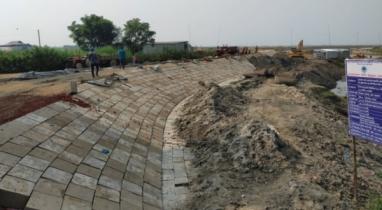 মোহনগঞ্জের হাওরে স্থায়ী বেড়িবাঁধ নির্মাণ করায় খুশি স্থানীয় কৃষক